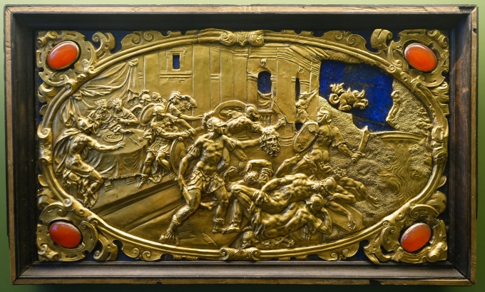 Six Mythological Scenes, 4 Perseus and Phineus, Antonio Gentili, Rome, c. 1600 AD, modelled c. 1552 1555 AD, gold plate with precious stones   Bode Museum   DSC02535